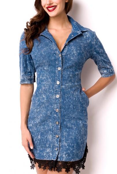 Blaues kurzes Jeanskleid mit Häkelspitze Jeansbluse und mit Knopfleiste Bandeaukleid