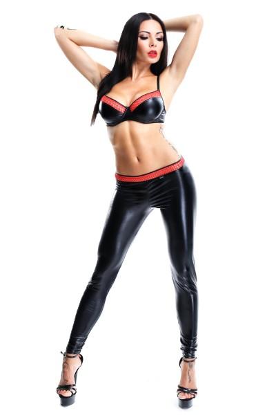 Schwarze rotes Damen Dessous wetlook Gogo Set aus Bügel-BH und Hose mit Netzeinsätzen