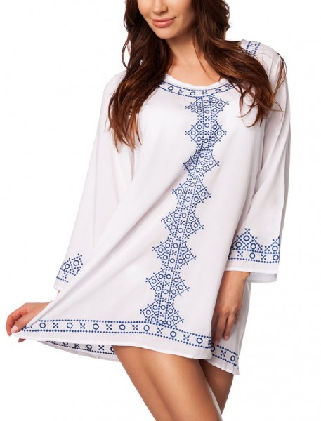 Weiße lange Bluse mit Stickereien und Rundhalsausschnitt im orientalischer Style sowie ausgestellte