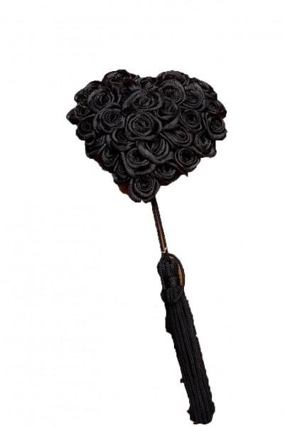 Schwarzer Damen Nippel Patch mit Rosen in Herzform und je einer Quaste verziert selbsthaftend