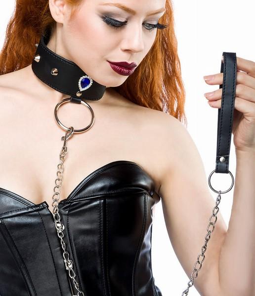 Schwarzes Nietenhalsband aus Kunstleder mit Brosche und Ring sowie Kettenleine