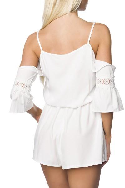 Weißes Playsuit mit Schulterausschnitt und V-Ausschnitt im Hosenrock Style sowie ausgestellte Ärmel